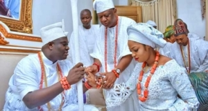 Ooni Of Ife Reportedly Gifts Queen Naomi A Mansion And 2 Luxurious Cars